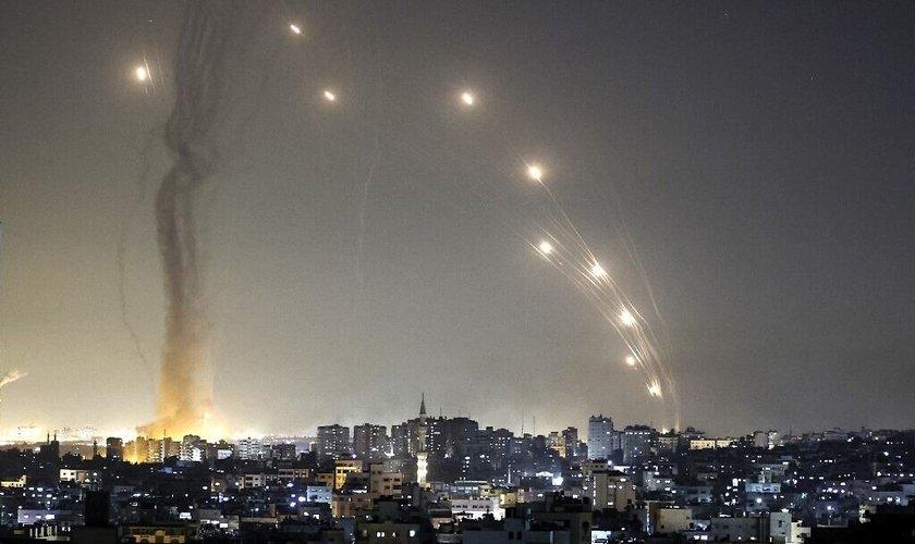 3174282856-foguetes-contra-israel